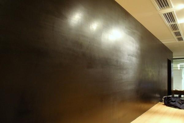 黒漆喰の磨き仕上げ
