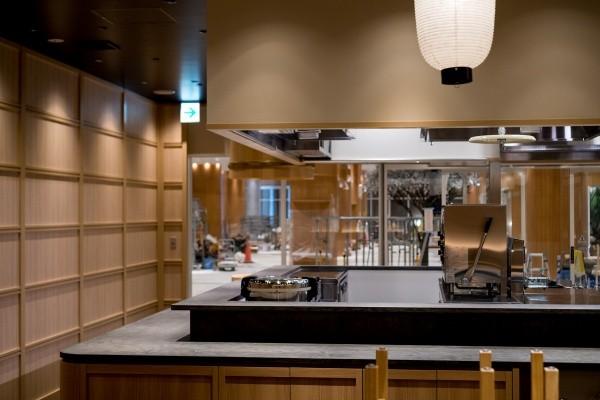 モールテックスカウンターテーブルグレー、店内風景