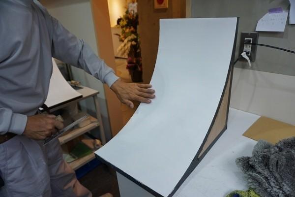 R壁の磨き仕上げのモックアップ品作成開始