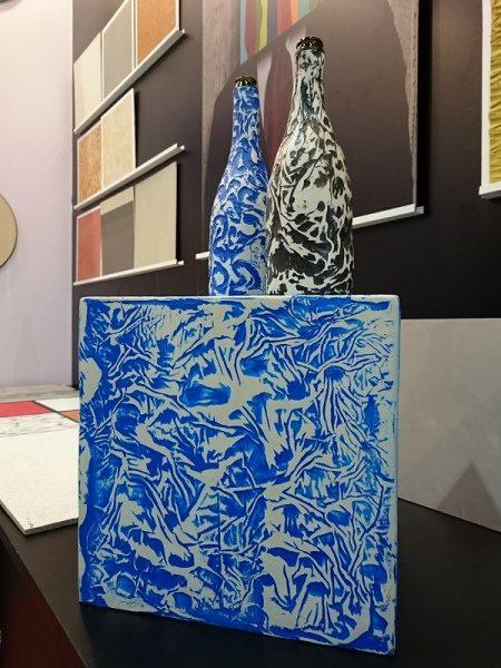 ガラス瓶に使用したオルトレマテリアサンプル展示