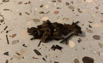 写真:お茶の葉を入れた研ぎ出し仕上げのサンプル