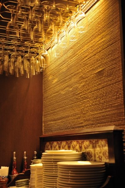 最初は純粋な土壁とイタリアンレストランの相性が疑問でしたが施工したら素晴らしいコラボレーションとなりました