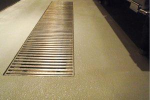 エポキシ系仕上げの厨房の床