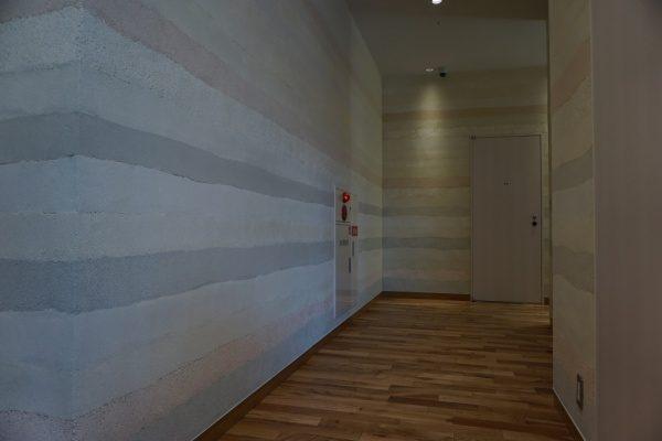 都内の商業施設に塗り版築仕上げを施工しました