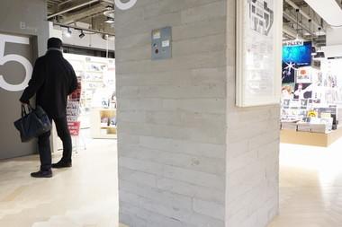 うづくり木目調モルタルを都内の商業施設で施工しました