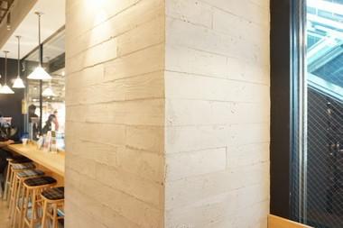 うづくり木目調モルタル柱