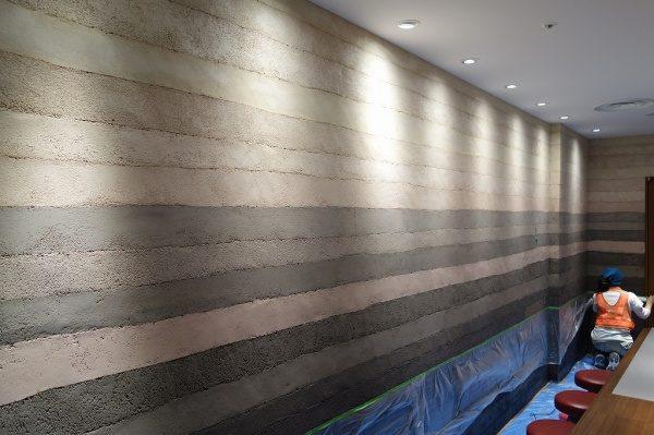 塗り版築壁東京駅ラーメンストリート
