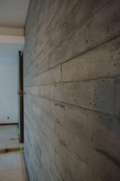 硬質で温かみのある意匠。 是非、アクセント壁にいかがでしょう
