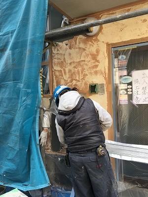 外壁全面研磨後にカチオンを塗り塗膜防水を施工