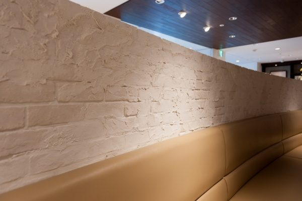 ブリックタイルにプラスターを塗ったデコレーション壁