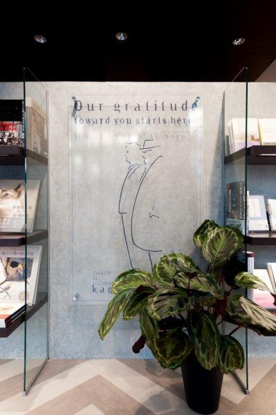 本のにほひのしない本屋神楽坂モノガタリの壁