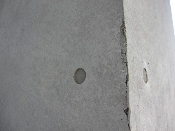 石膏ボードの上にコンクリート打ち放し風仕上げを施した壁エイジング加工