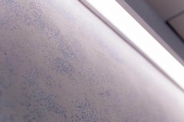 ドライウォッシュ仕上げ画像4 細かい青いガラスに白モルタル サカンライブラリー