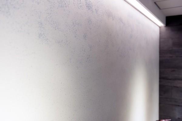 ドライウォッシュ仕上げ画像5 細かい青いガラスに白モルタル サカンライブラリー