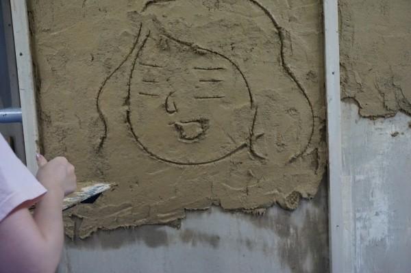 左官体験 壁のキャンバスに似顔絵