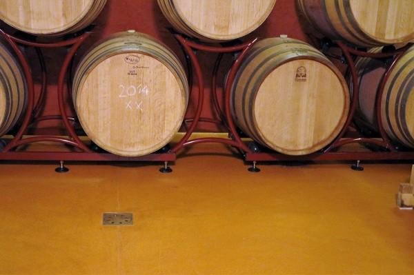 オルトレマテリア OLTREMATERIA 施工例床 樽の並んだ部屋
