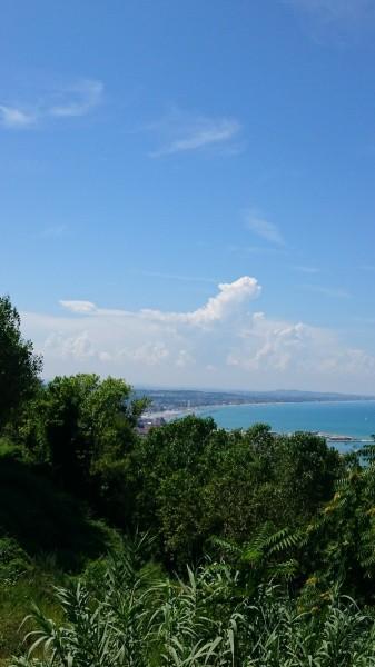 イタリア ショールーム近くからの海の風景