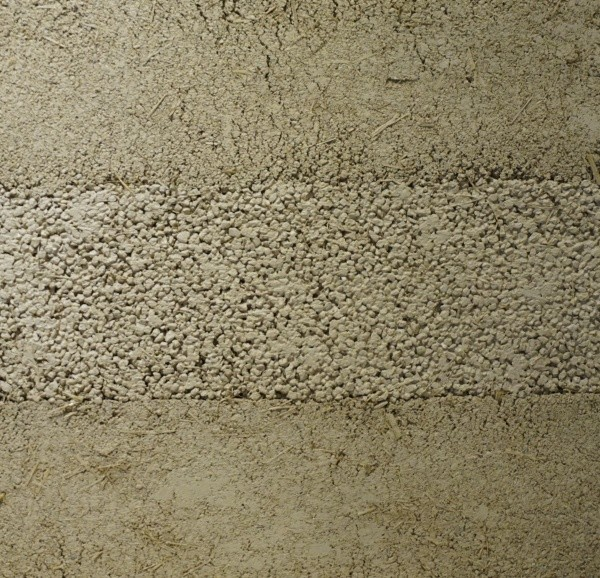 藁を入れた塗り版築サンプル