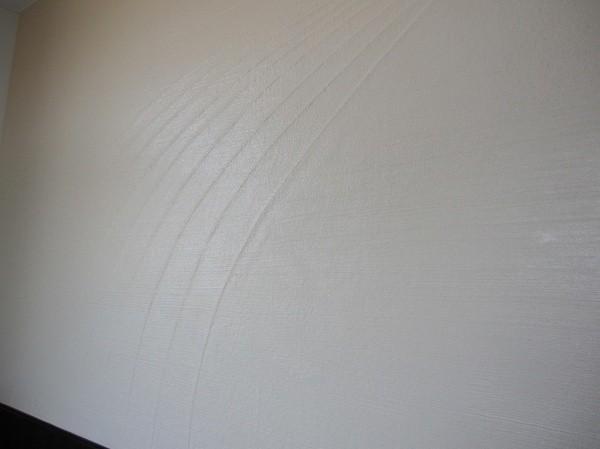 フェルトの原棒を貼り上から珪藻土を塗った壁画像その1
