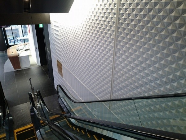 エスカレーターホール