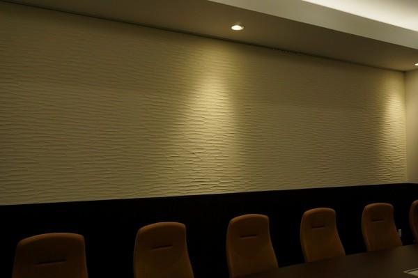 珪藻土の剣先仕上げの壁の会議室画像1