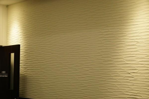 珪藻土の剣先仕上げの壁の会議室画像3