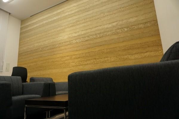 塗り版築壁を使用した会議室画像1