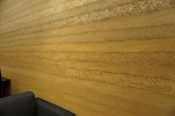 塗り版築壁を使用した会議室画像4