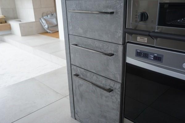モールテックス施工のキッチン、引き出し部アップ