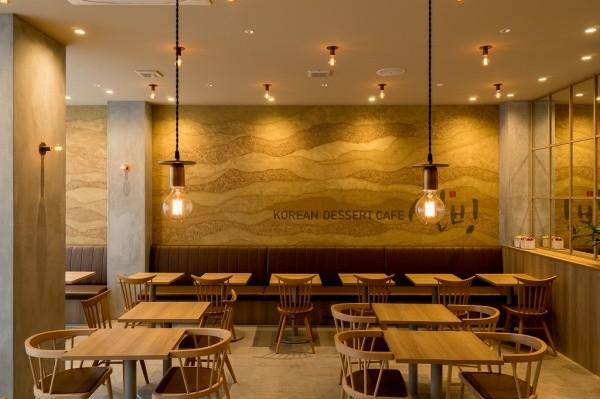 塗り版築壁のある原宿ソルビン店舗内画像正面アングル