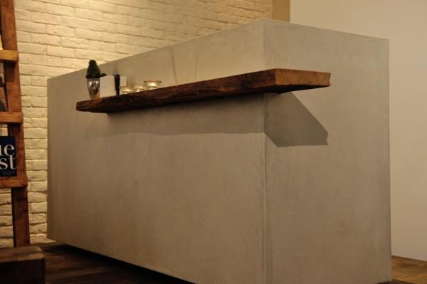 モールテックスを使用したバーカウンターのような家具