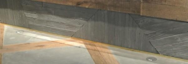 斜めに見える巾木部分うづくりモルタルグレー