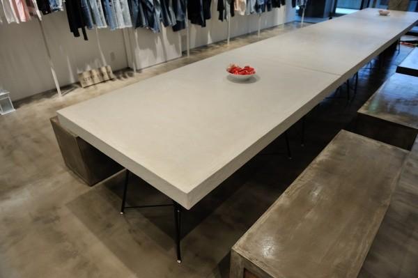 モールテックスコンクリート調テーブル