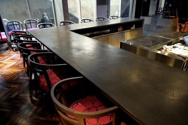 モールテックスカウンターテーブル黒、店内風景