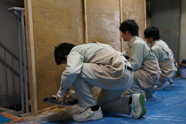 元請けさんの新入社員への研修、壁塗り体験