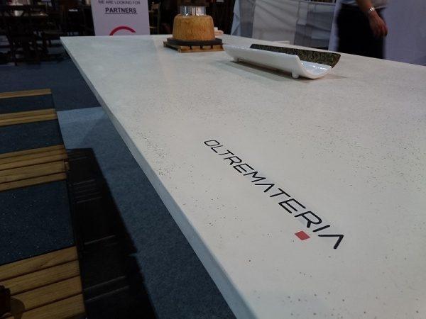 オルトレマテリアを使用したテーブル天板