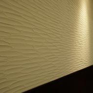 オフィスの壁に珪藻土剣先仕上げ