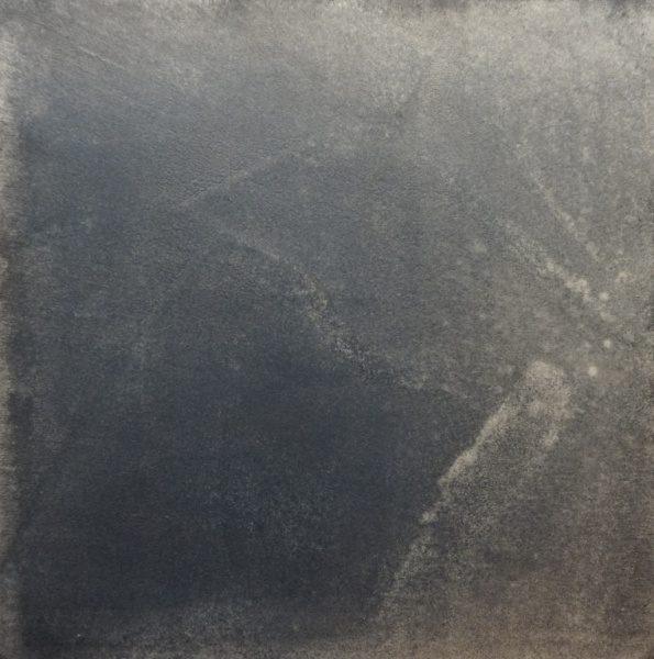 インディゴの染料を使用したかすれ柄のモールテックスサンプルのアップアングル