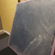 インディゴの染料を使用したかすれ柄のモールテックスサンプル