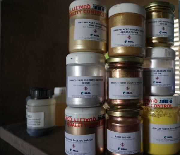 ゴールド、シルバー、ブロンズなどのメタル色のモールテックス顔料