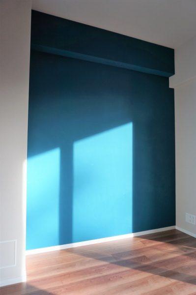 マグネットプラスターの上に藍色の珪藻土