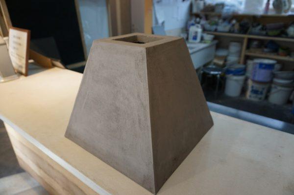 グレーのモールテックスでコンクリート風に仕上げたランプシェード