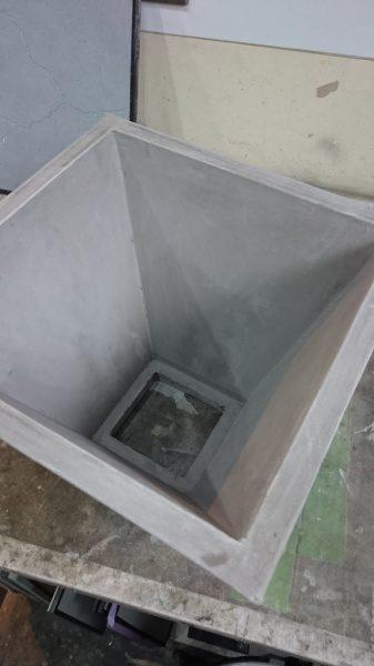 グレーのモールテックスでコンクリート風に仕上げたランプシェード内側