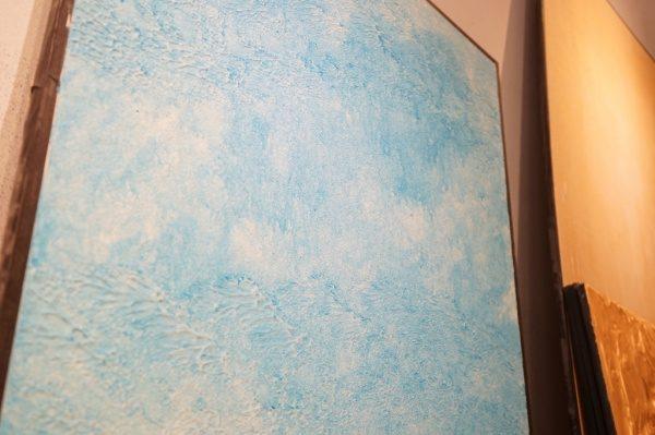 中央にオルトレマテリアの海の波のイメージのサンプル 下からのアングル