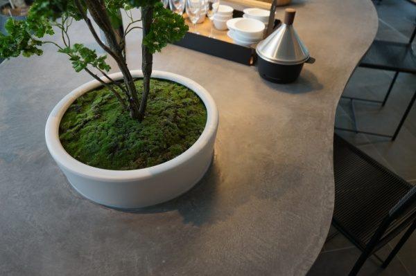 モールテックス楕円テーブルの丸い穴には植木鉢