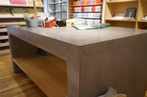 ファブリック店舗作業テーブルモールテックスで施工