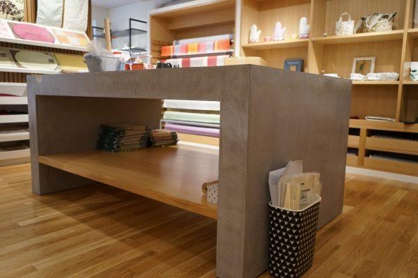 モールテックスのカット台。ファブリック店舗全体画像