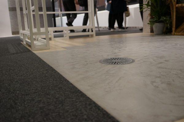 モールテックスを他の床材との組み合わせで仕上げています