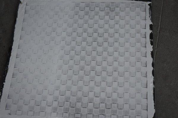 デザインメッシュを埋め込んだ白色のポリーブル仕上げ