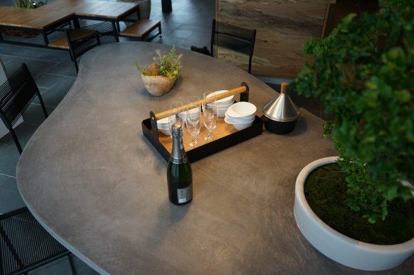 モールテックスで天板施工した楕円形テーブル